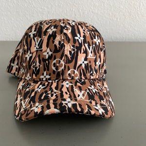 Super cute trendy ball cap.